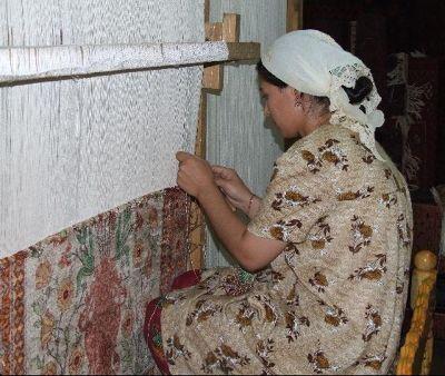 3639181-Carpet_weaver_Bukhara_Bukhara.jpg