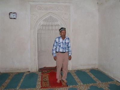 3648233-Imam_in_Friday_Mosque_Nurata_Nurata.jpg