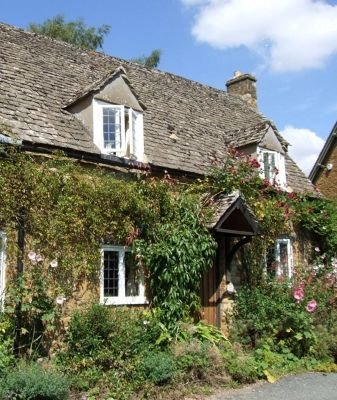 4132360-Cottage_in_Adlestrop_Gloucestershire.jpg