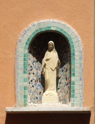 4563356-Manarola_shrine_Manarola.jpg