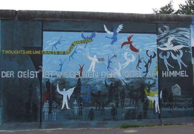 5095420-Birds_in_Heaven_Berlin.jpg