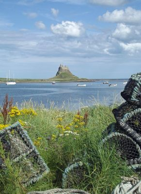 577797486324152-Castle_seen_..indisfarne.jpg