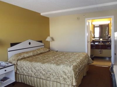 5937615-Our_room_Albuquerque.jpg