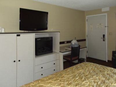 5937616-Another_view_of_room_Albuquerque.jpg