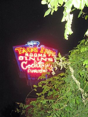 6029744-Taos_Inn_sign_Taos.jpg