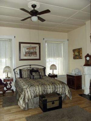 6034698-Historic_bedroom_Cimarron.jpg