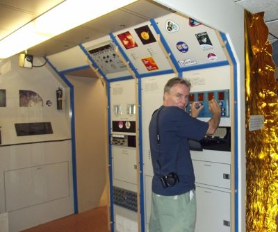 6063085-Chris_in_the_Space_Lab_Alamogordo.jpg
