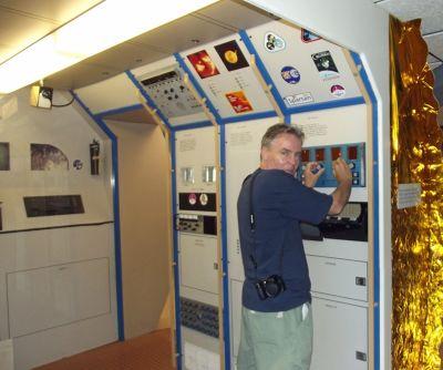 6063085-Chris_in_the_Space_Lab_Alamogordo.jpg