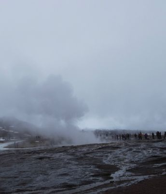 6102628-Waiting_for_Strokkur_South_Iceland.jpg