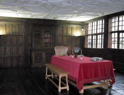 6165482-Inside_the_house_Newcastle_upon_Tyne.jpg