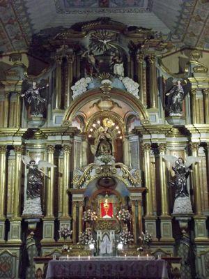 6468787-Main_altar_Cuenca.jpg