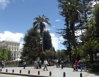 6468825-Parque_Calderon_Cuenca.jpg