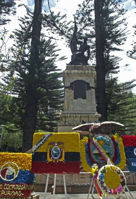 6468849-On_Independence_Day_Cuenca.jpg