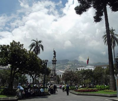 6468954-Plaza_de_la_Independencia_Quito.jpg