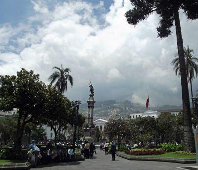 6468954-Plaza_de_la_Independencia_Quito.jpg
