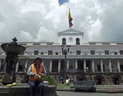 6468955-Plaza_Independencia_Ecuador.jpg