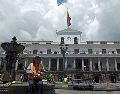 6468955-Plaza_Independencia_Ecuador.jpg
