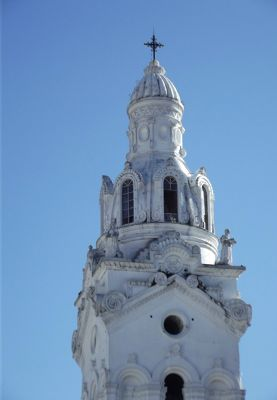 6468959-Cathedral_in_sun_Quito.jpg