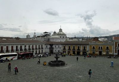 6468968-Plaza_San_Francisco_Quito.jpg