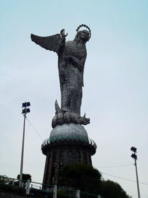 6468978-El_Virgen_de_Quito_Ecuador.jpg