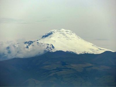 6468981-Cotapaxi_from_El_Panecillo_Quito.jpg