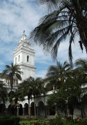 6468998-In_the_cloisters_Quito.jpg
