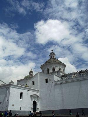 6469004-La_Merced_Quito.jpg