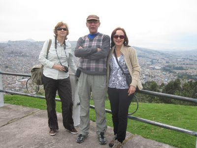 6469069-On_El_Panecillo_Quito.jpg