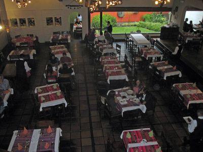 6469110-La_Choza_Quito.jpg