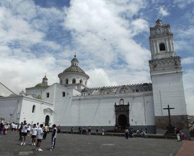 6483796-La_Merced_Quito.jpg