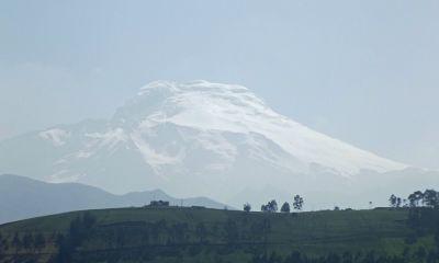 6497657-Volcan_Cayumbe_Otavalo.jpg