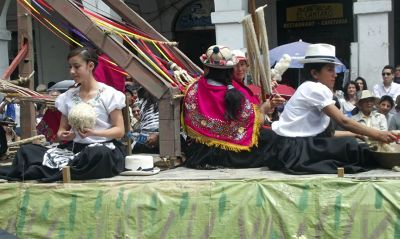 6515468-Float_in_the_parade_Cuenca.jpg