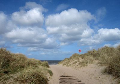 6626182-Path_through_the_dunes_Warkworth.jpg