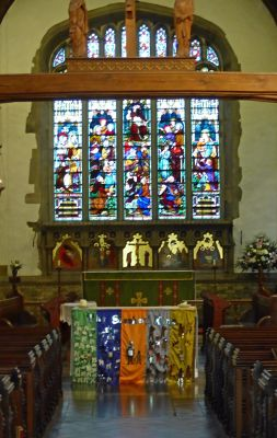 6808899-Inside_the_church_Ruislip.jpg