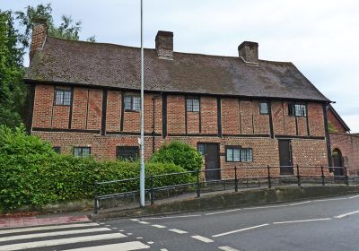 6808904-Almshouses_from_Eastcote_Road_Ruislip.jpg