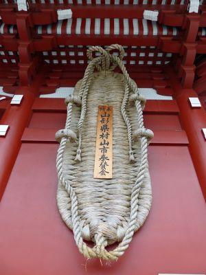 6888206-Hozomon_the_giant_sandal_Tokyo.jpg