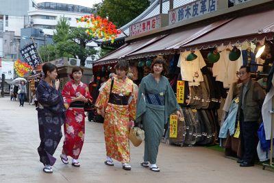 6888225-Street_near_Chingodo_shrine_Tokyo.jpg