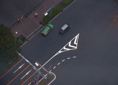 6888329-Looking_straight_down_Tokyo.jpg