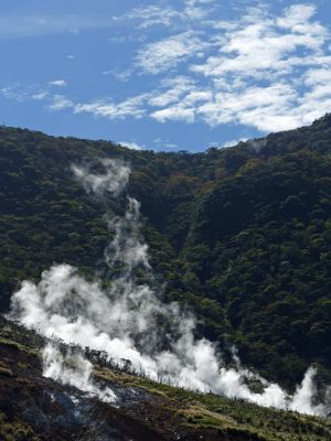 6892886-Owakudani_Hot_Springs_Hakone.jpg