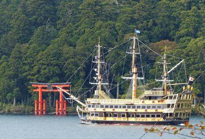 6892914-Shrine_with_pirate_ship_Hakone.jpg