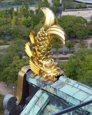 6900471-Osaka_Castle_shachihoko_Osaka.jpg