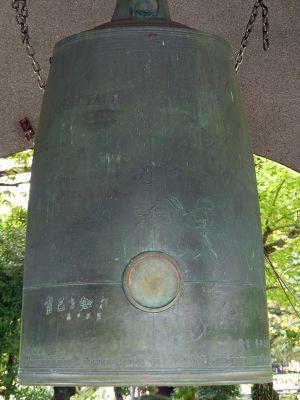 6909852-Peace_Bell_Hiroshima.jpg