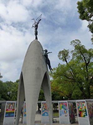6909856-Childrens_Peace_Monument_Hiroshima.jpg