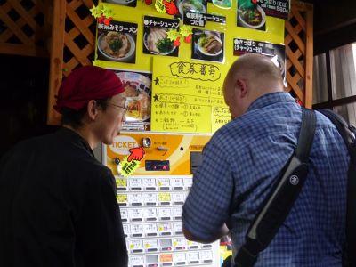 6909859-Choosing_a_dish_Hiroshima.jpg