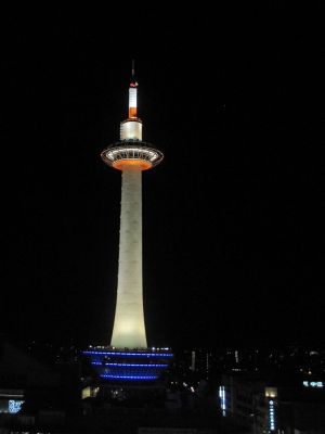 6916250-Kyoto_Tower_from_the_Skyway_Kyoto.jpg