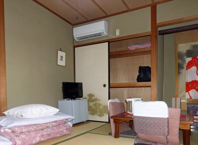 6916281-Our_bedroom_Kyoto.jpg