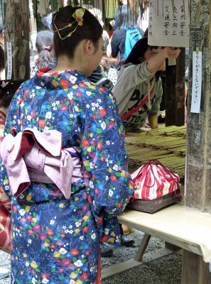 6916328-Nonomiya_Shrine_Kyoto.jpg