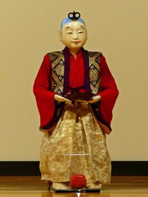 6927624-Tea_serving_doll_Takayama.jpg
