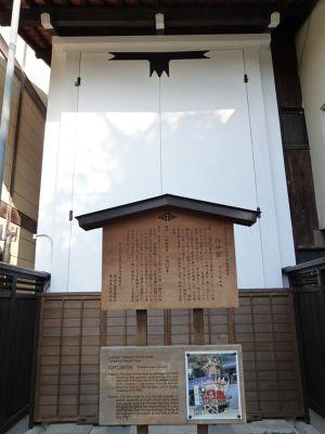6927632-Yatai_storehouses_Takayama.jpg