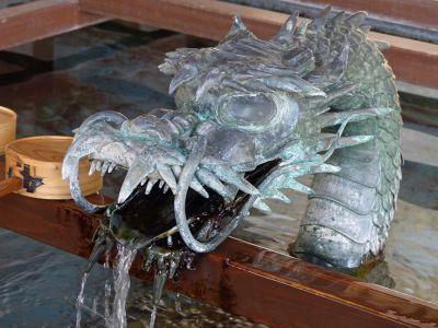 6927670-Dragon_fountain_Takayama.jpg